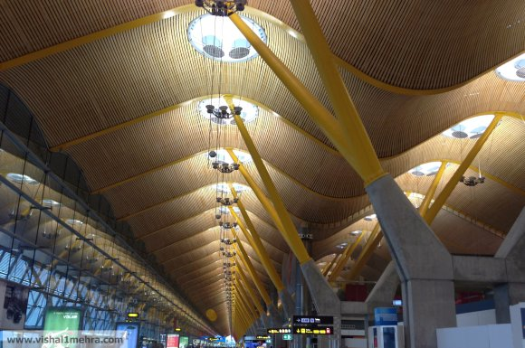 Madrid airport wavy ceiling