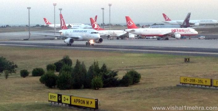 Istanbul Airport Runway - Aircraft