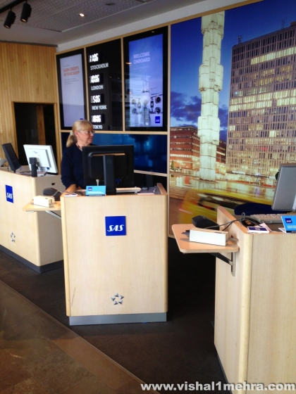 SAS Stockholm Lounge - Entry and Staff