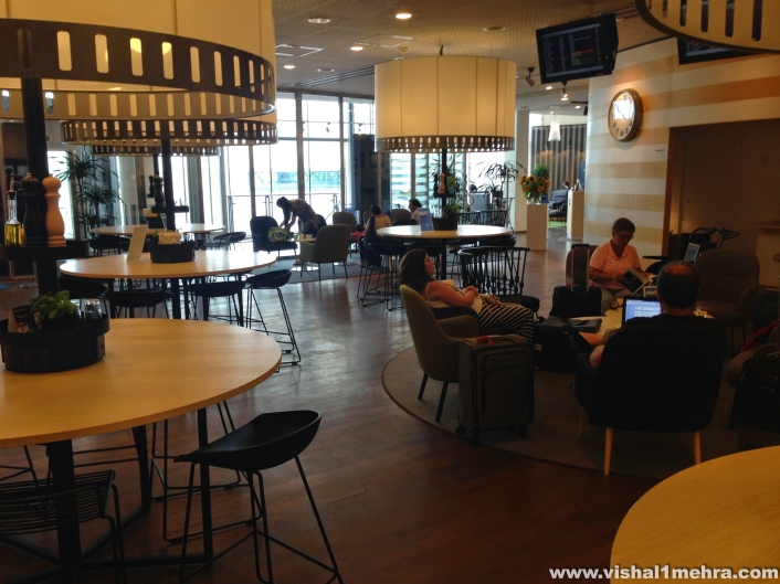 SAS Stockholm Lounge - Seating and Layout