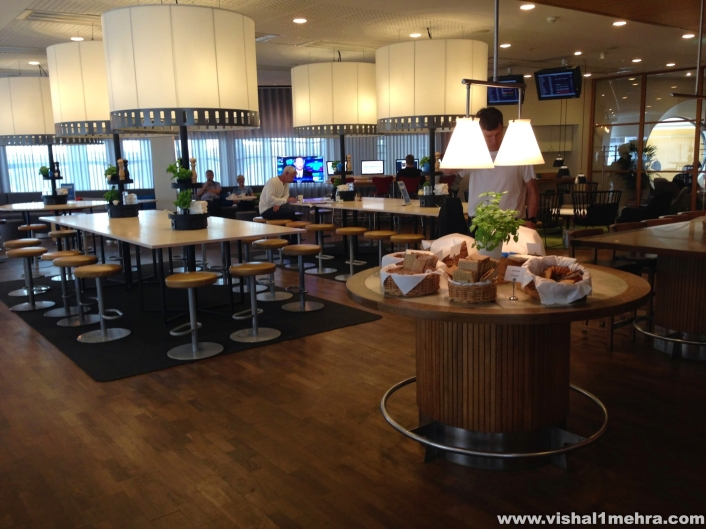 SAS Stockholm Lounge - More Seating