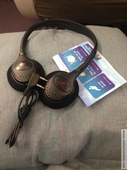 SriLankan A320 Business Class - Pillows and Headphones